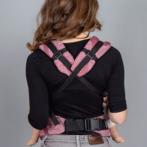 Buckle Baby Carrier: Front Carry (crossed straps)